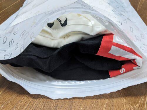 圧縮袋に入れたTシャツ2