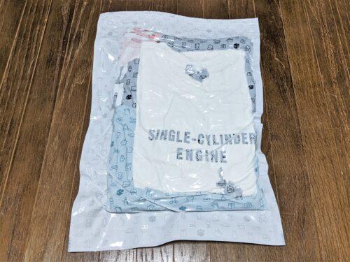 圧縮袋の空気を抜いたTシャツ